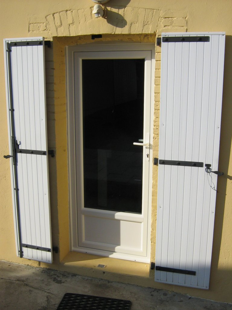 Porte fenetre pvc oscillo battant for Prix fenetre renovation